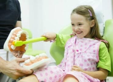 4招訓練孩子不再怕看牙醫!小孩看牙時哭鬧,爸媽最該做的一件事是…