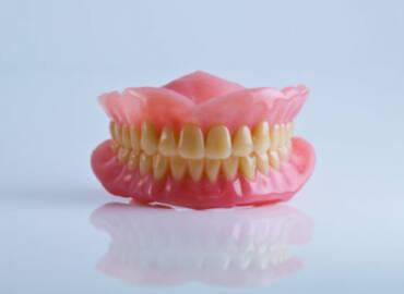 活動假牙好用嗎?病人迷思,牙醫師這樣說…