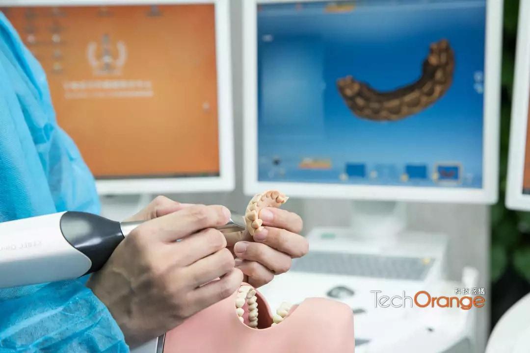 悅庭牙醫-國家新創獎牙醫團隊-同步模式將原本二周的假牙製作時間縮短為一天